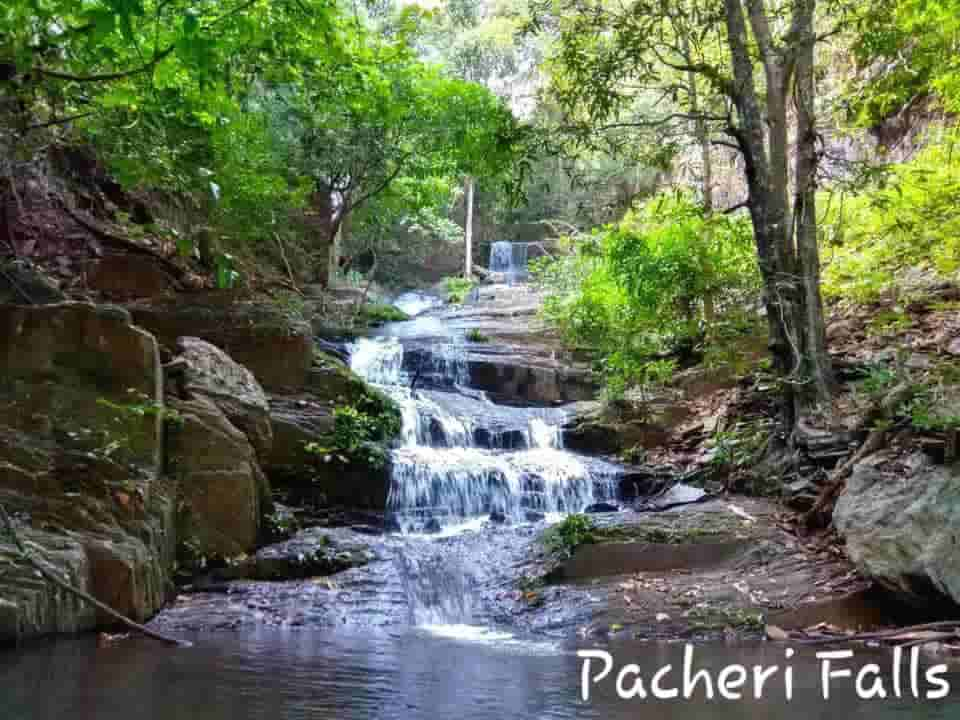 Pacheri Falls at Kiriburu Meghahatuburu